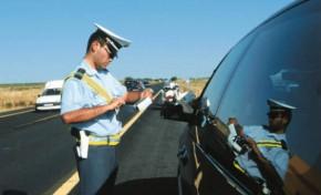 Jovens detidos sem carta de condução e excesso de álcool
