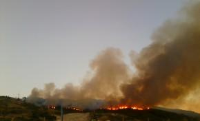 Incêndio de grandes proporções ativo na Serra de Bornes