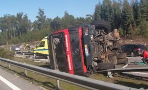 Maior camião cisterna do distrito fica totalmente destruído