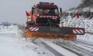 Neve condiciona estradas e obriga alunos a regressar a casa mais cedo