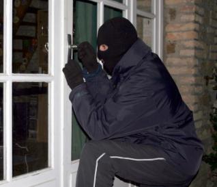 Mini-mercado assaltado e duas lojas com fechaduras forçadas em Macedo de Cavaleiros