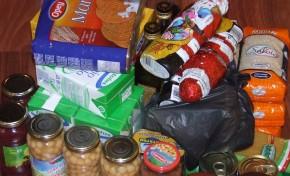 Estudantes conseguem mais de uma tonelada de alimentos