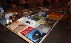 Livros para todos os gostos no Jardim 1º de Maio