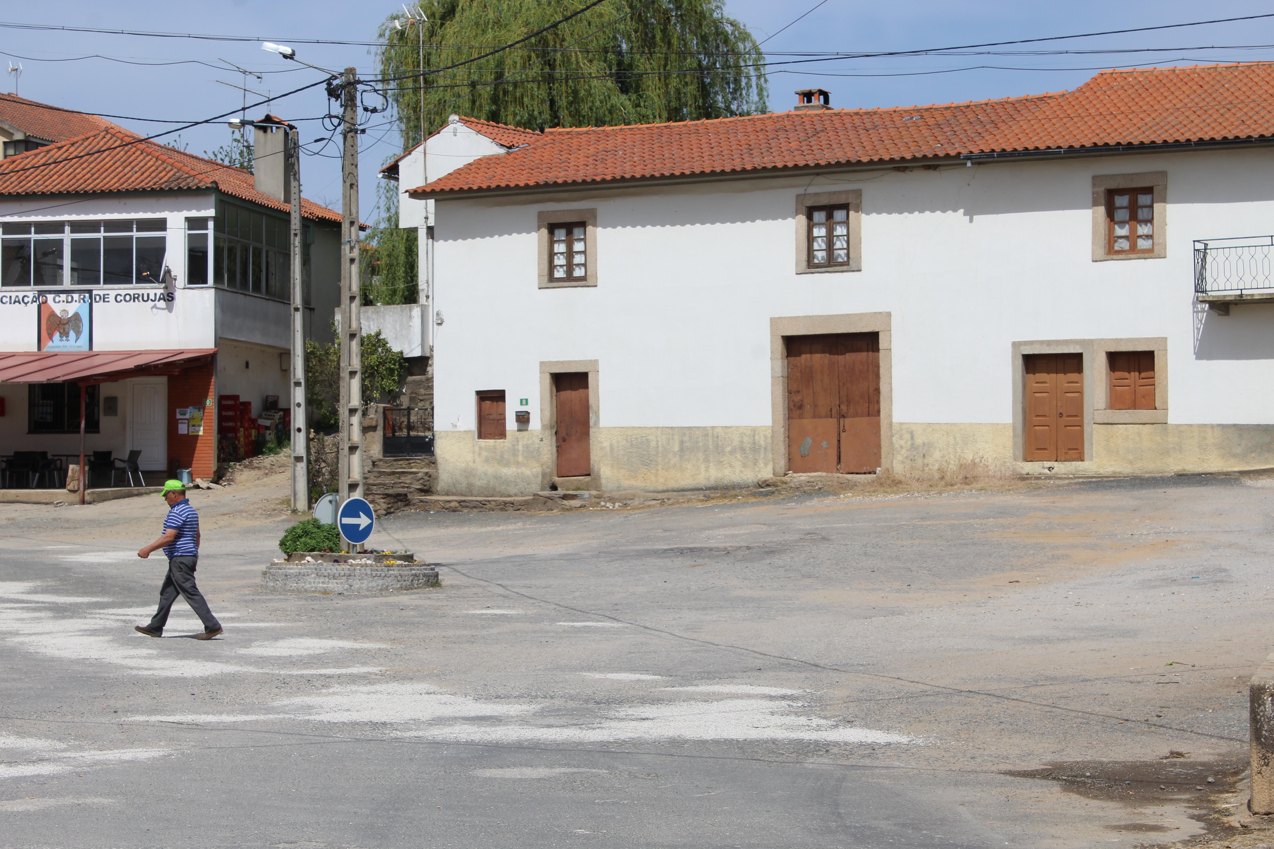 Em Corujas, a Páscoa é dia de atirar rebuçados pela janela