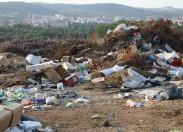 Terreno destinado a depósito de matéria biodegradável usado para deixar lixo doméstico