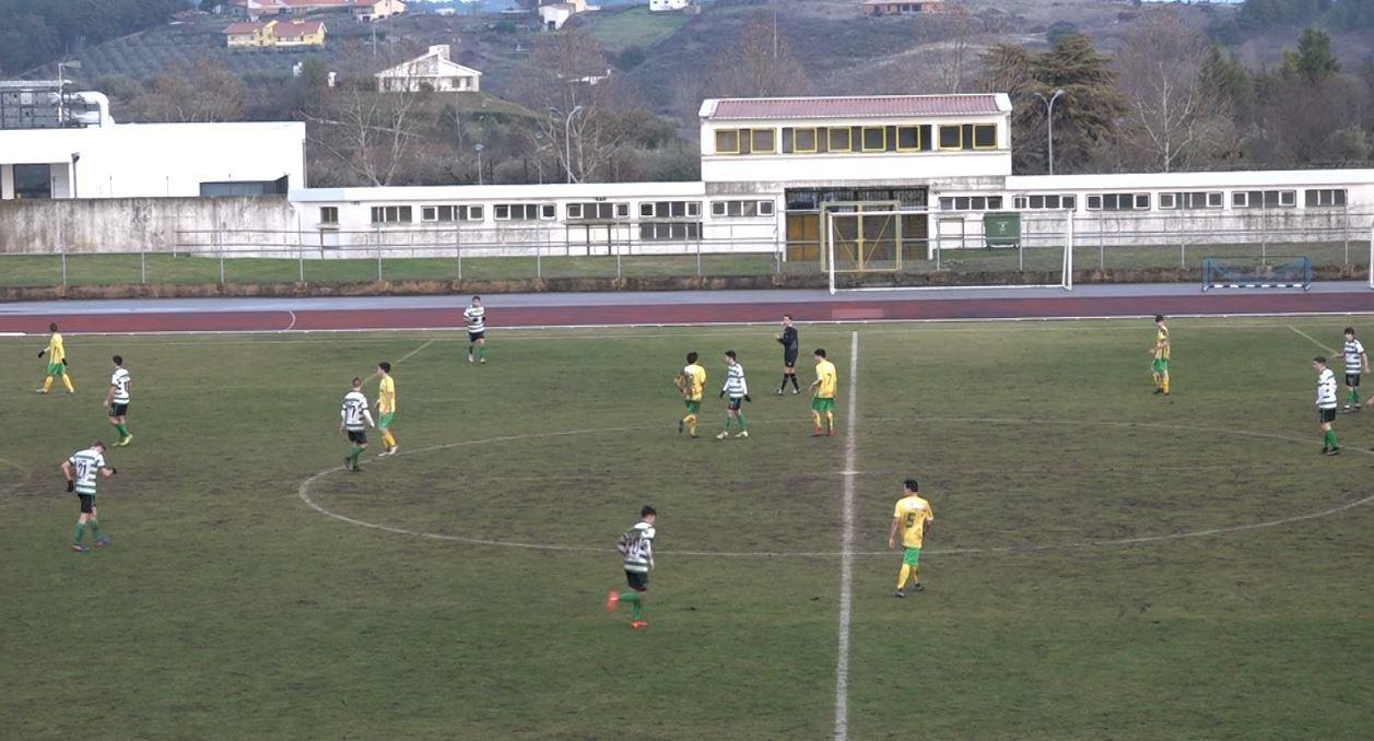 Juniores sofrem derrota de 6-1 frente aos Caçadores de Taipas