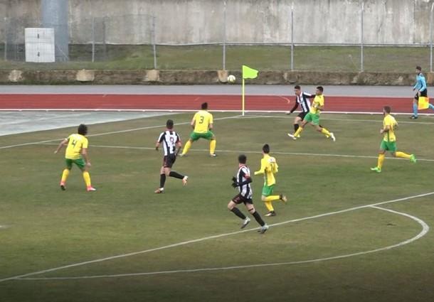 Três golos de bola parada ditam mais uma derrota dos Juniores de Macedo