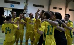 Campeões Distritais de Futsal recebem a taça em festa