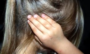 Criança internada por alegadas agressões no seio familiar