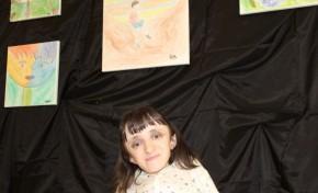 Pinturas em tela da autoria de Sofia Caldeiras para visitar até ao final do mês na Biblioteca de Macedo