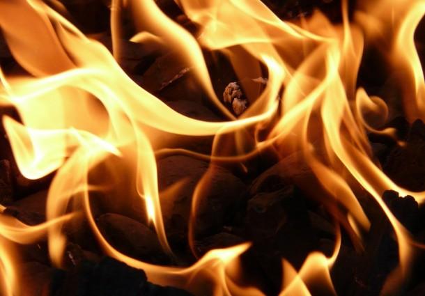 Camião incendeia-se na A4