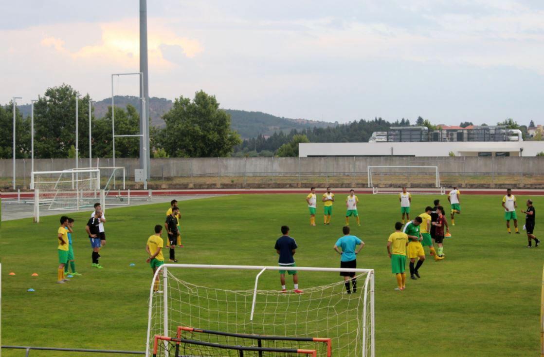 Equipa de Futebol Sénior do Clube Atlético já treina para o campeonato
