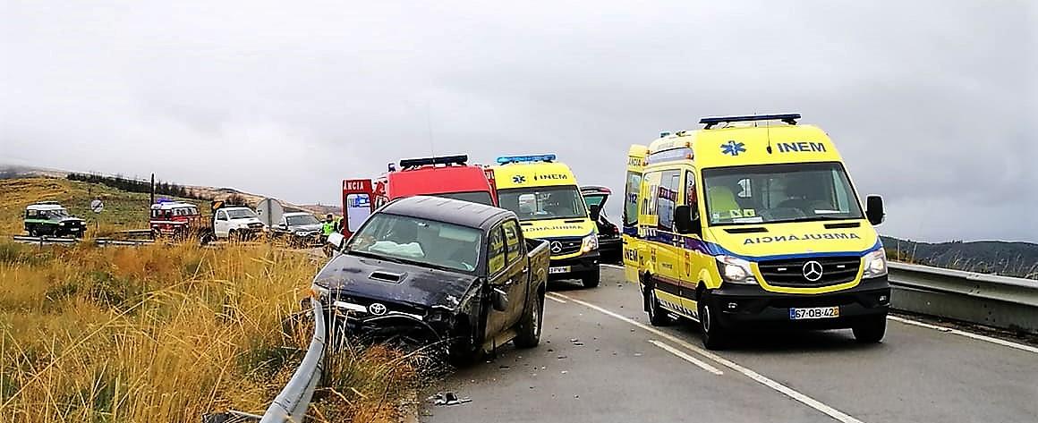 Colisão rodoviária faz dois feridos graves, em Lagoaça