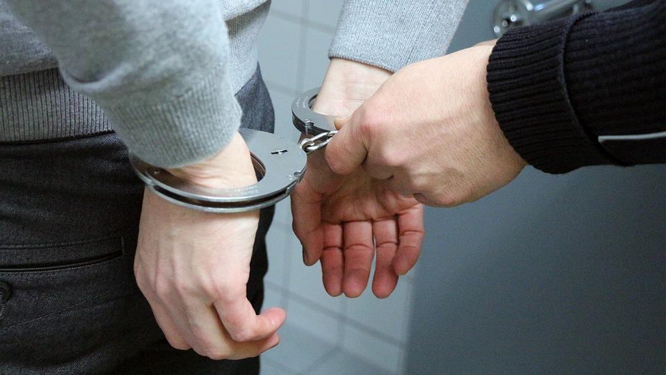 Homem detido por suspeitas do crime de homicídio tentado e arma proibida (Boticas)