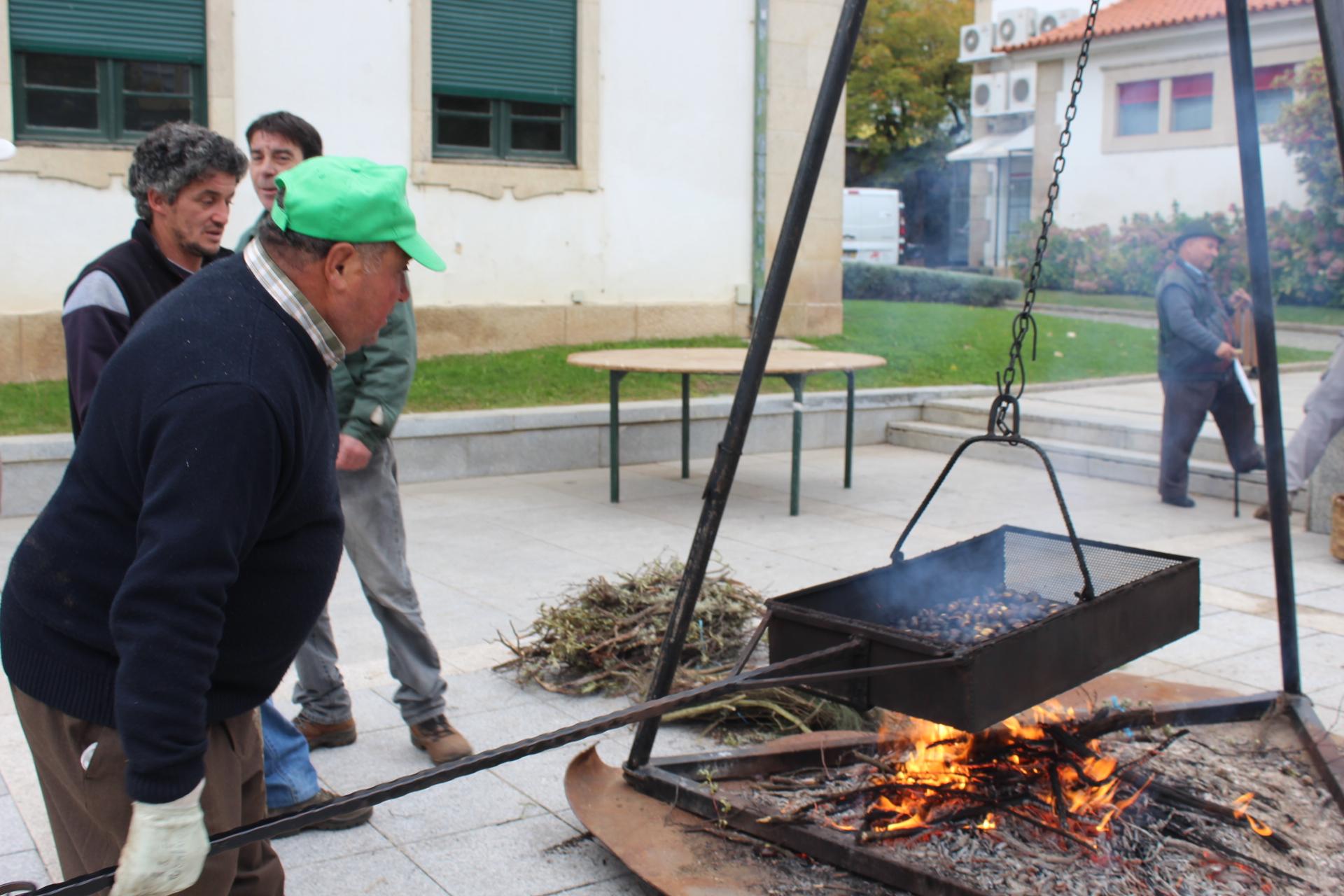 Magustos solidários ajudam a adquirir material para a CERCIMAC