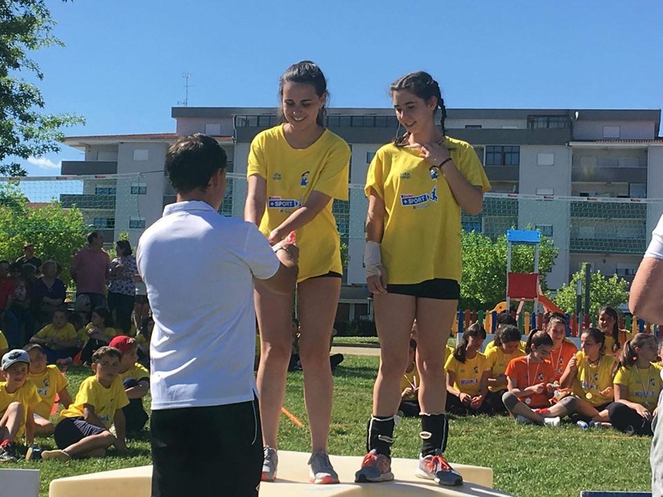 Duas atletas de voleibol do GDM sagraram-se campeãs num encontro regional de Gira-Volei