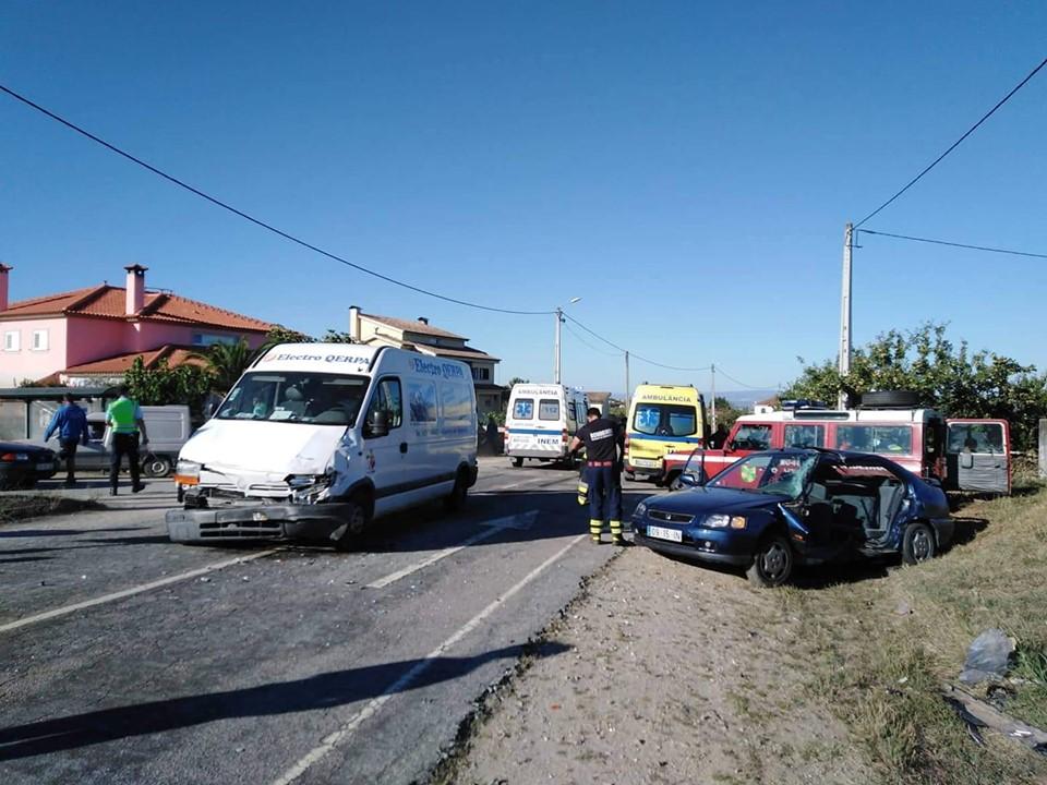 Colisão rodoviária deixa mulher gravemente ferida em Vilarinho de Agrochão (Macedo de Cavaleiros)