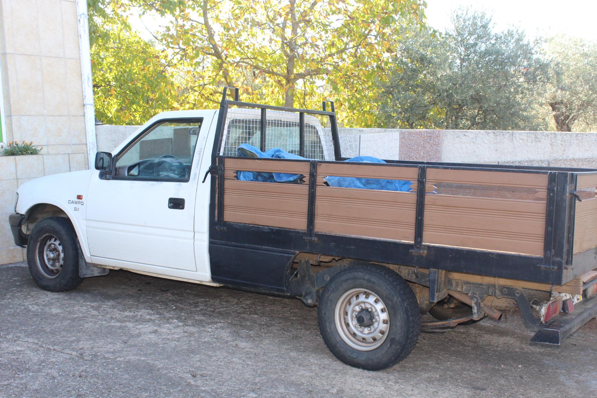 Duas carrinhas da mesma marca furtadas em Macedo de Cavaleiros