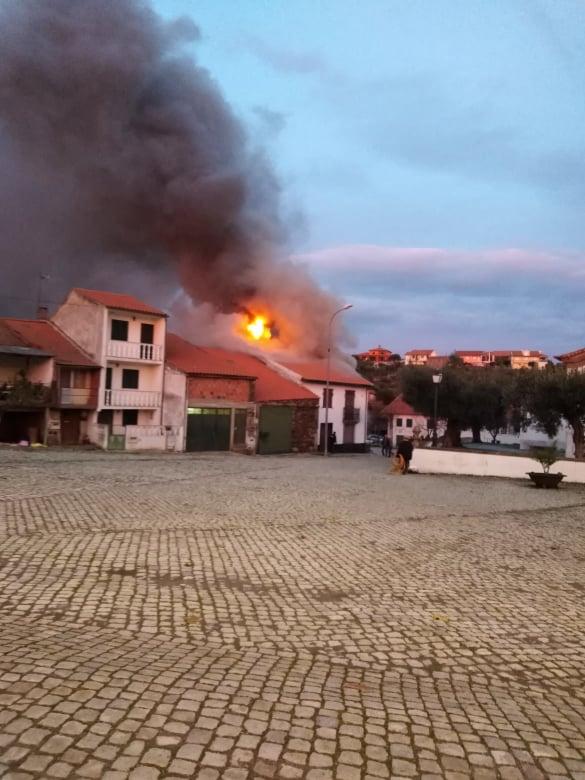 Incêndio deixa homem desalojado em Lagoa (Macedo de Cavaleiros)