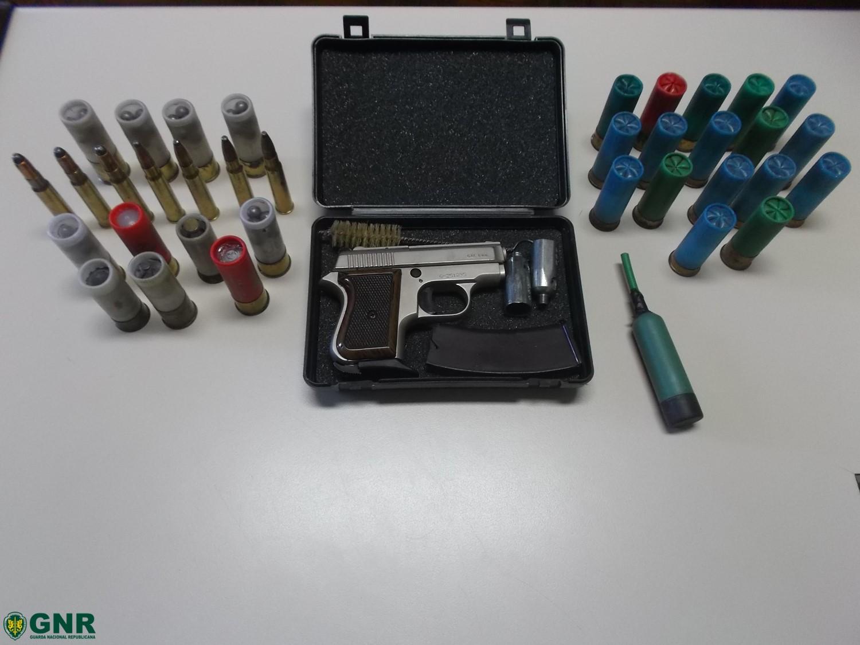 Arma de alarme e diversas munições apreendidas em Vimioso
