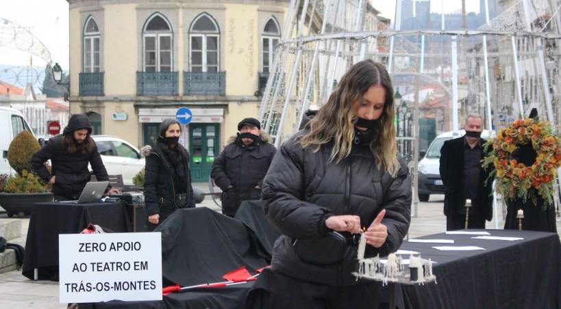 Filandorra veste-se de negro como forma de protesto ao pouco apoio dado às artes