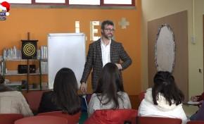 ONDA LIVRE TV - Pedro Chagas Freitas promove workshop em Macedo de Cavaleiros