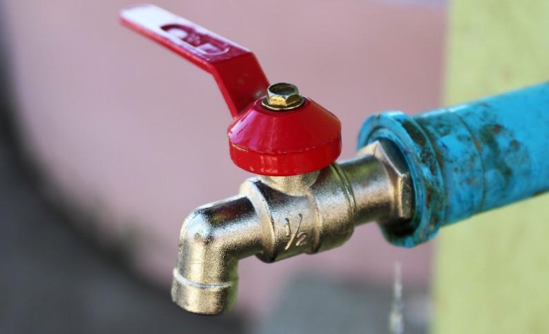 Desvios ilícitos de água poderão estar na origem dos sucessivos cortes nas habitações da cidade macedense
