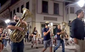 ONDA LIVRE TV - Banda 25 de Março animou ruas de Macedo de Cavaleiros