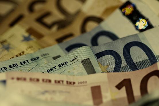 Homem detido por tentar pagar tabaco com nota falsa em Macedo de Cavaleiros