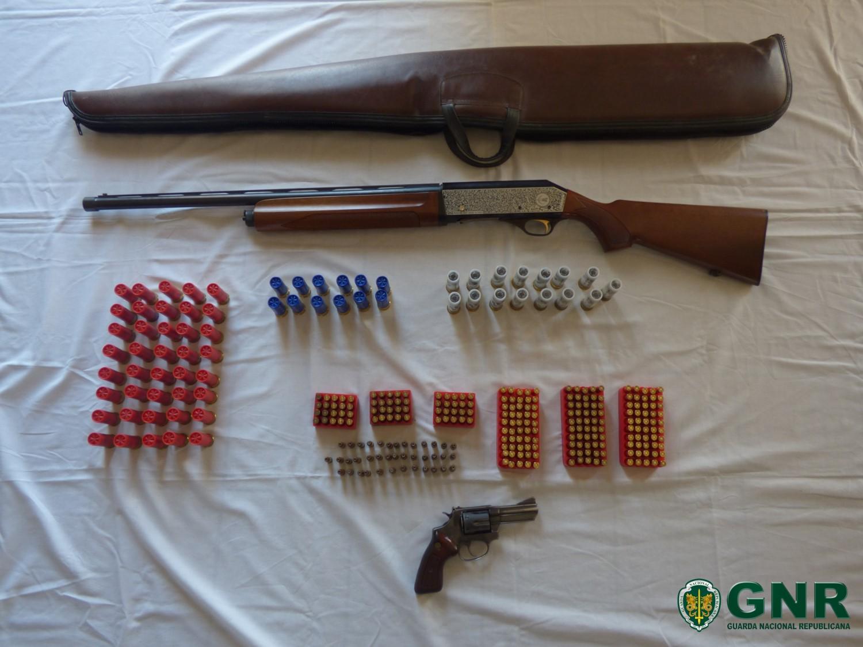 GNR apreende armas e detém proprietário suspeito de violência doméstica