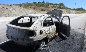 Carro arde na A4 sentido Mirandela-Macedo de Cavaleiros