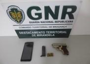Homem detido em Vila Flor por posse de arma proibida
