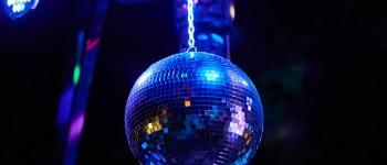 Conselhos de Ministros decide hoje se bares e discotecas podem abrir ainda este mês