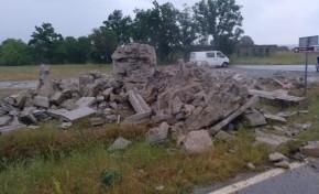 Cruzeiro do Santuário de Nossa Senhora do Naso destruído por um relâmpago (Miranda do Douro)