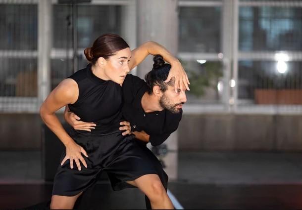 """Centro Cultural de Macedo recebe """"EM.NA"""", o espetáculo de dança contemporânea da autoria do macedense Hugo Pereira"""