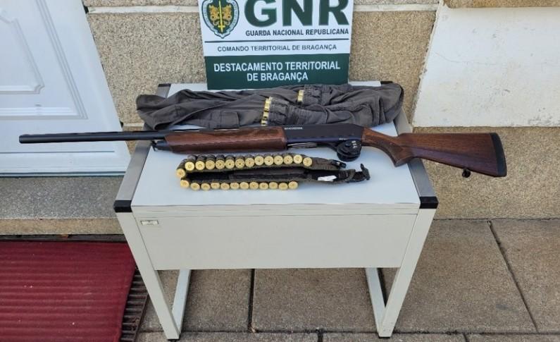 Dois homens detidos no distrito de Bragança por crimes relacionadas com a caça
